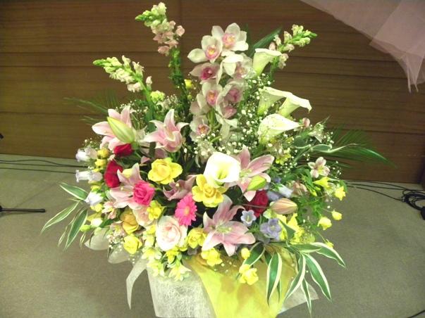 この日も、枯れてきたお花と新たにいただいたお花を入れ替えて、アレンジ♪上出来\(^o^)/