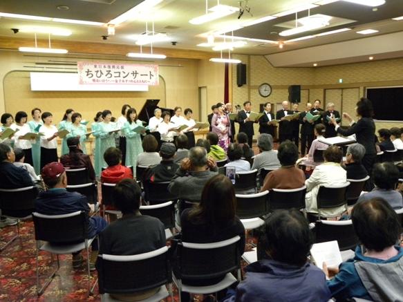 コンサート最後には、地元コーラスの方々と共演、「大漁」と「広い河の岸辺」を。